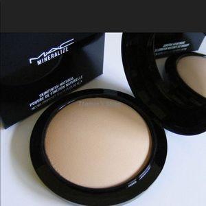 💯✨x2 Mac mineral skin finish 'light plus ' NIB 🎉